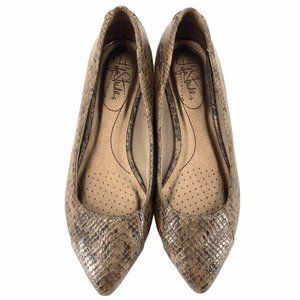 Life Stride Flats Faux Snakeskin Size 6 Brown Tan